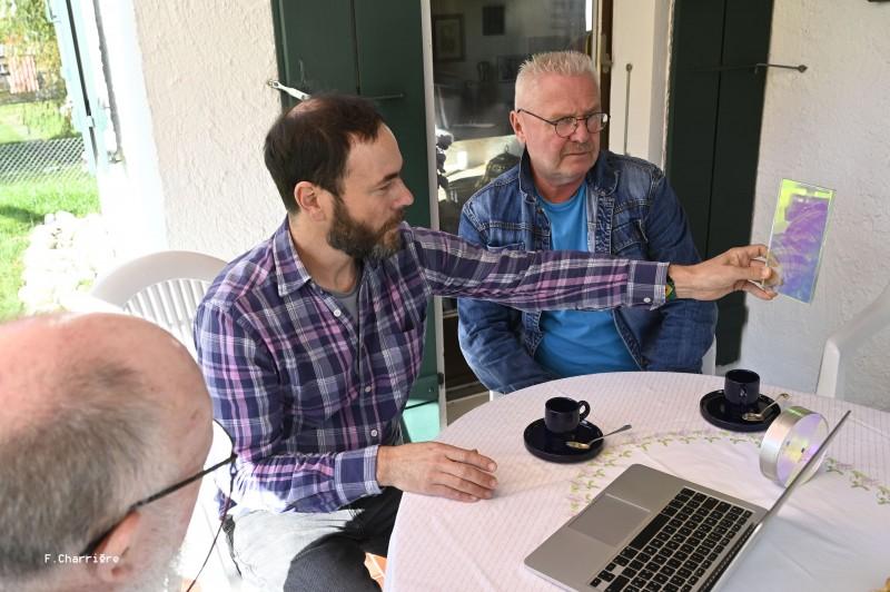 Alexandre  Joly dialogue avec le staff technique